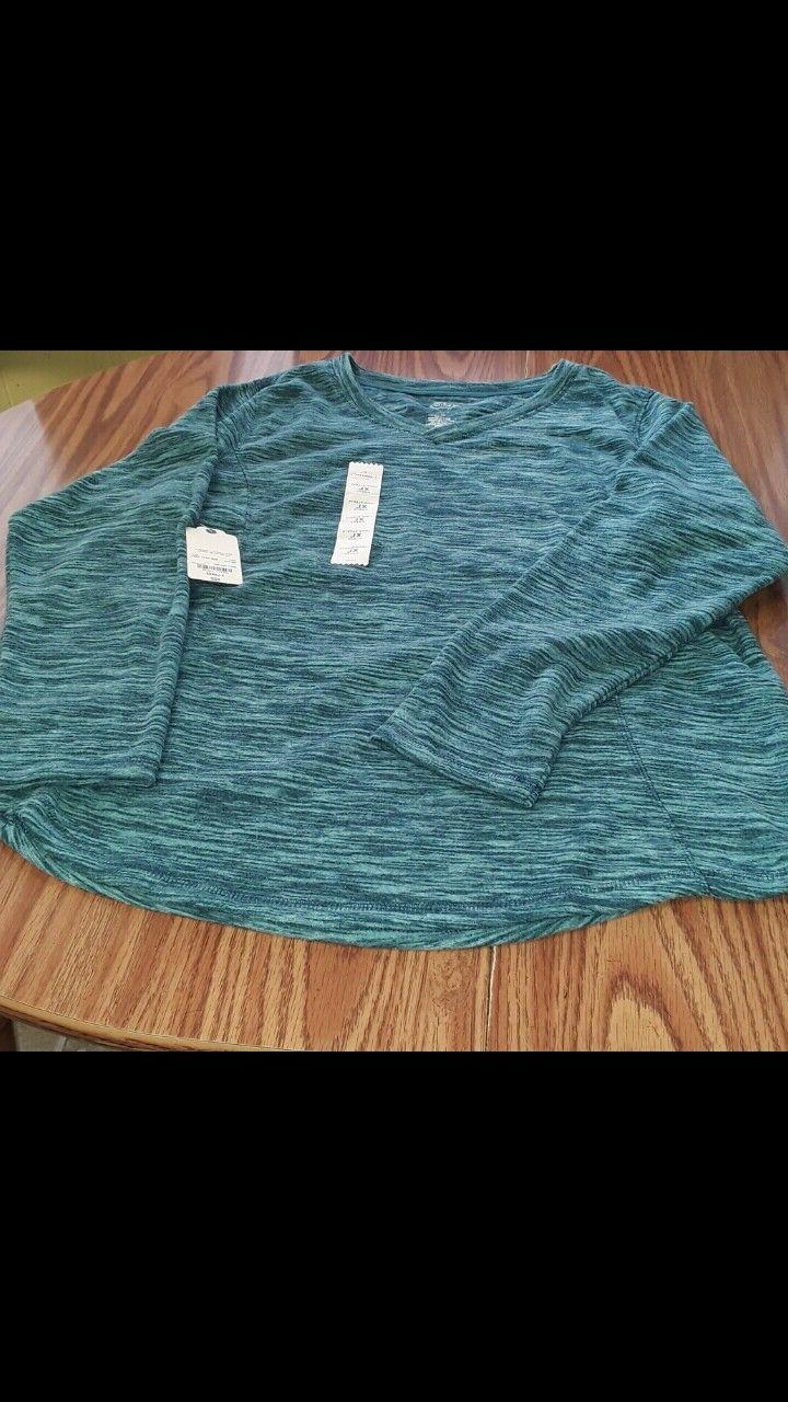 St. Active NWT size XL v-neck polyester